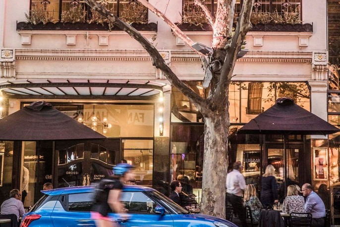 People dining outside at Grossi Florentino in Bourke Street.